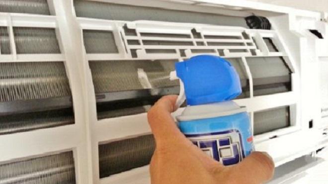 エアコンをスプレーで掃除