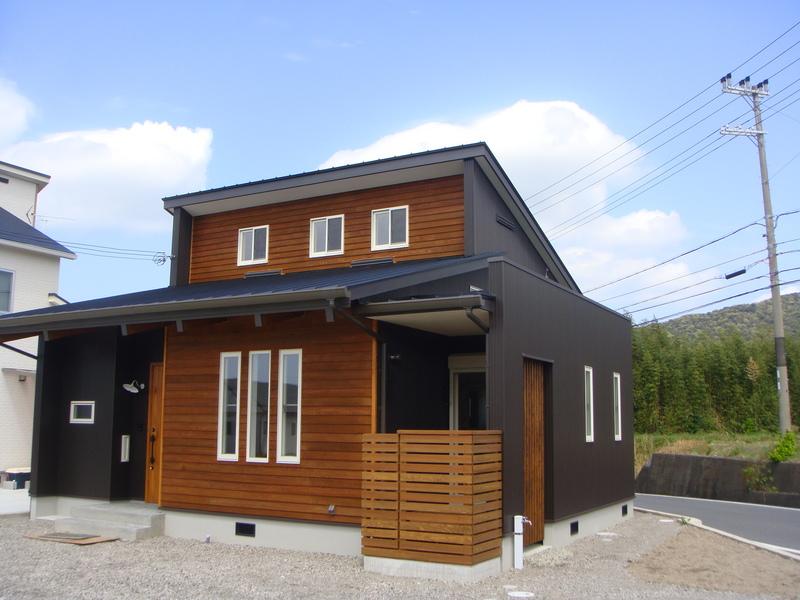 ガルバリウム外壁・屋根の家1