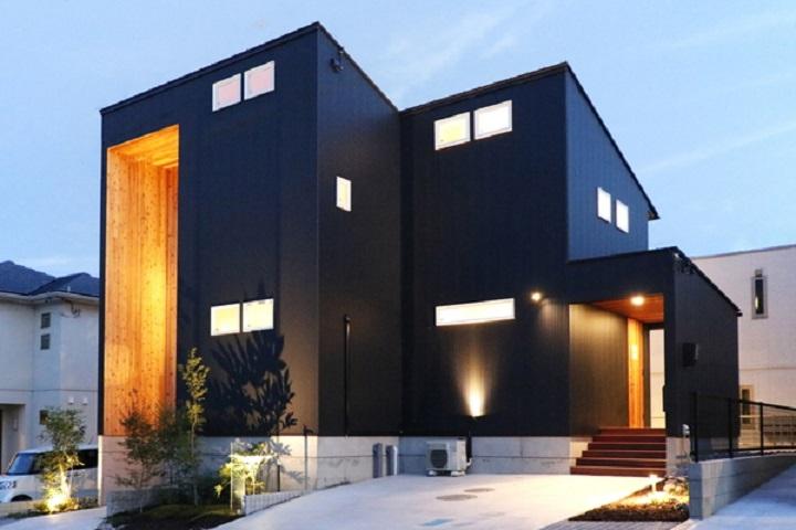 ガルバリウム外壁・屋根の家例2