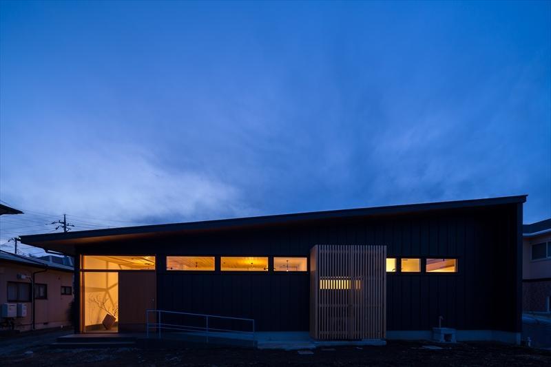 ガルバリウム外壁・屋根の家例3