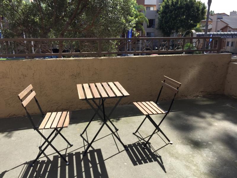 ベランダのチェアとテーブル