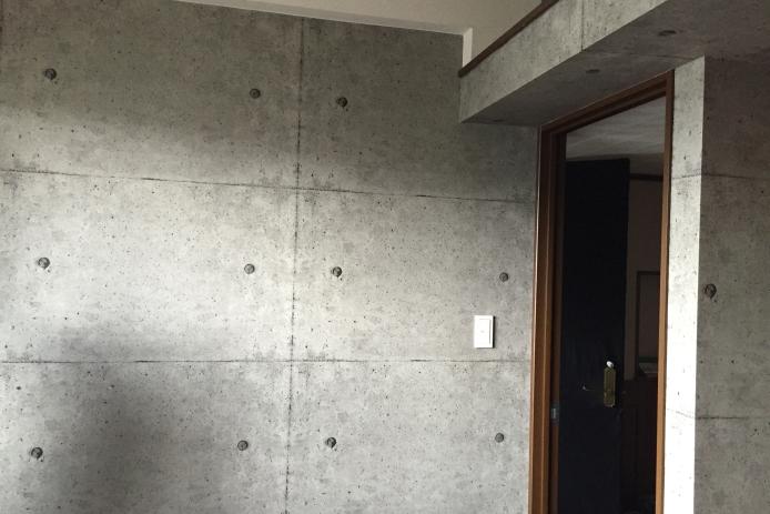 コンクリート打ちっぱなし風壁紙へリフォーム