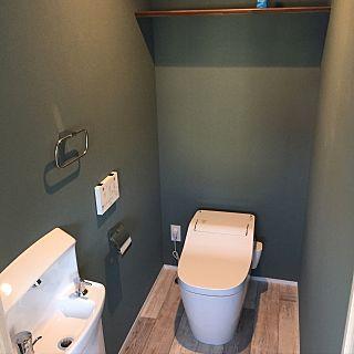 トイレリフォームのとき床ってどうする?業者に全面張り替えまでお願いした方が良いのか、DIYでできるのか。