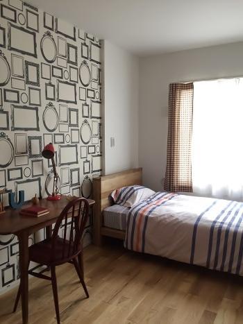 部屋の壁紙だけリフォームしたい。DIYでできるものなのか。